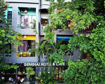 Geminai Hotel And Cafe - Dong Hoi - Gebouw
