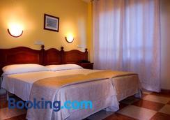 Hotel Sevilla - Almería - Bedroom