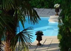 Les Demoiselles de Ladoix - Ladoix Serrigny - Pool