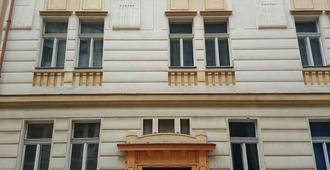 Prague's Rainbow Guest House - Prague - Building