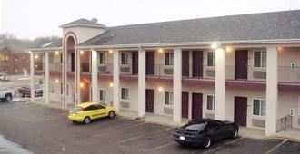 Townhouse Inn & Suites - Omaha - Building