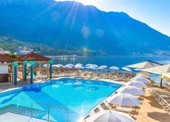 Tui Blue Makarska - Igrane - Pool