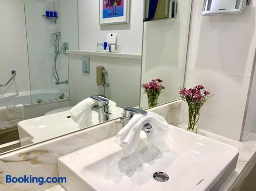 羅達林克斯埃爾納斯飯店 - 杜拜 - 浴室