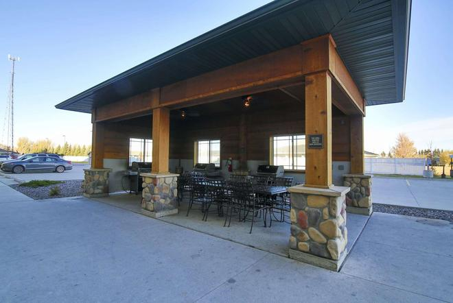 Hawthorn Suites by Wyndham Minot - Minot - Patio