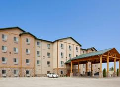 Hawthorn Suites by Wyndham Minot - Minot - Building