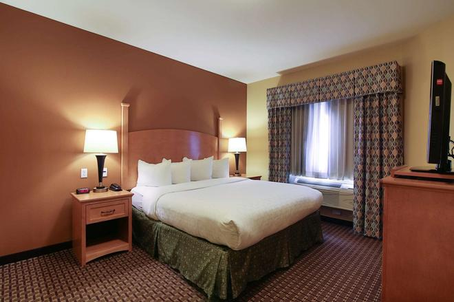 Hawthorn Suites by Wyndham Minot - Minot - Bedroom