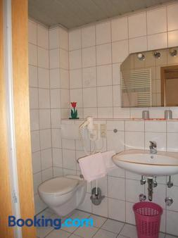 Gasthof-Pension Alte Post - Obertrubach - Bathroom
