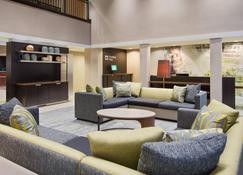 Courtyard by Marriott Springfield Airport - Springfield - Living room