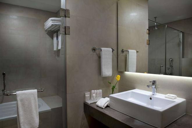 Radisson Blu Hotel, Beirut Verdun - Beirut - Bathroom