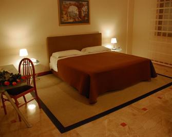 Hotel Palace 2000 - Pomezia - Bedroom