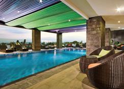 Ibis Styles Malang - Malang - Pool