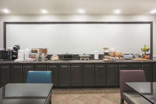 La Quinta Inn & Suites by Wyndham Fort Walton Beach - Fort Walton Beach - Buffet
