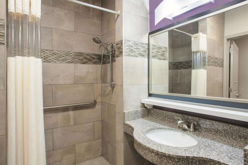 La Quinta Inn & Suites by Wyndham Fort Walton Beach - Fort Walton Beach - Bathroom