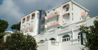 Hotel La Ginestra - Forio - Toà nhà