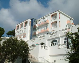 Hotel La Ginestra - Forio - Κτίριο