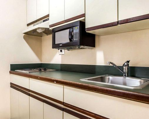 Suburban Extended Stay Hotel - Augusta - Kitchen