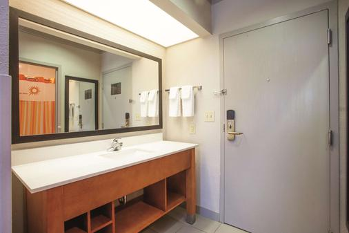 La Quinta Inn & Suites by Wyndham Jackson Airport - Pearl - Phòng tắm