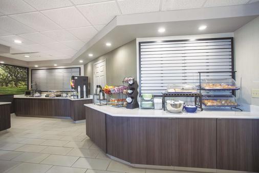 La Quinta Inn & Suites by Wyndham Jackson Airport - Pearl - Buffet