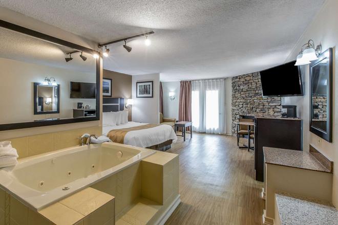 Quality Inn & Suites - Гатлинберг - Ванная