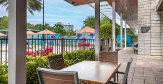 Holiday Inn Orlando-Disney Springs Area - Lake Buena Vista - Patio