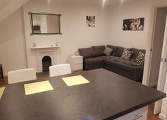 Oakfield Street Apartments By Cardiff Holiday Homes - Cardiff - Ruokailuhuone