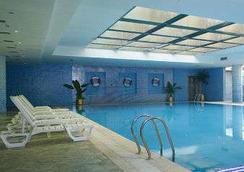 Ramada Plaza by Wyndham Optics Valley Hotel Wuhan Wuchang - Vũ Hán - Bể bơi