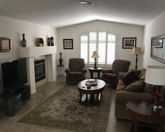 2 Bedroom, 2 Bath, 10 Mins To The Casino. Perfect For Snowbirds And Summer Fun - Laughlin