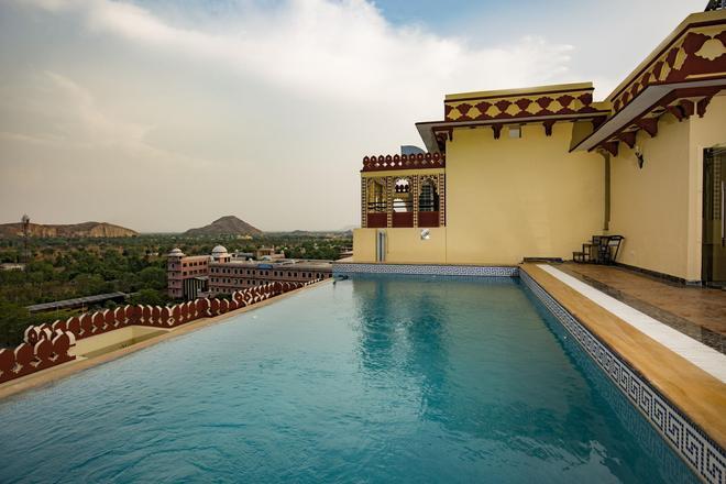 Umaid Haveli Hotel & Resorts - Jaipur - Pool