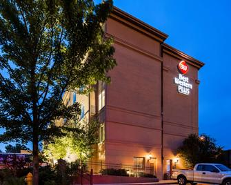 Best Western Plus Hannaford Inn & Suites - Cincinnati - Building