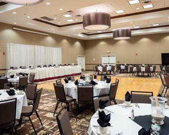 Holiday Inn & Conference Center Marshfield, An IHG Hotel - Marshfield - Ресторан