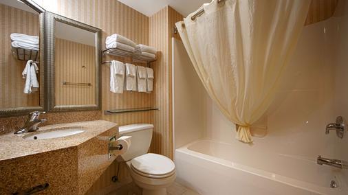 Best Western Harrisburg Hershey Hotel - Harrisburg - Bathroom