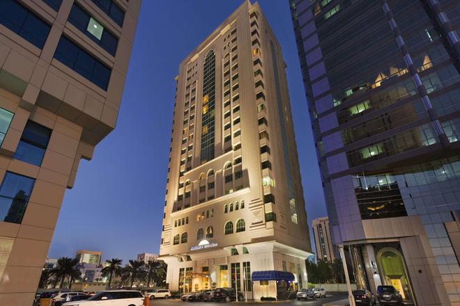 Howard Johnson by Wyndham Abu Dhabi - Abu Dhabi - Building