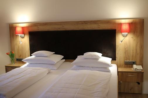 Sonnenhügel Hotel & Restaurant - Bad Bevensen - Bedroom