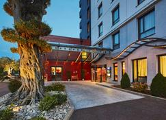 Kyriad Prestige Lyon Est - Saint Priest Eurexpo Hotel And Spa - Saint-Priest - Building