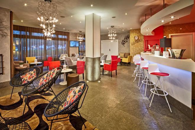 Kyriad Prestige Lyon Est - Saint Priest Eurexpo Hotel And Spa - Saint-Priest - Bar
