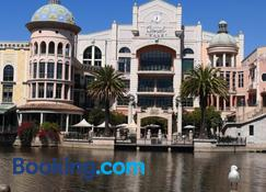 Majorca - The Island Club - Cape Town - Oturma odası