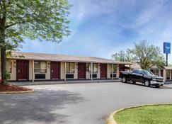 Rodeway Inn - Auburn Hills - Building