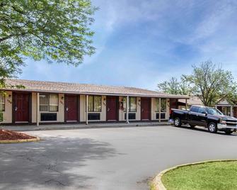 Rodeway Inn Auburn Hills - Auburn Hills - Gebäude