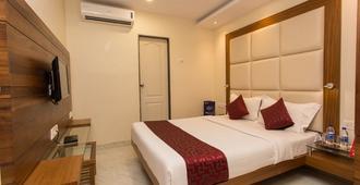 OYO 8872 Hotel Address Inn - Bombay - Habitación
