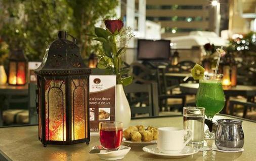 Al Manzel Hotel Apartments - Abu Dhabi - Food