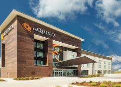 La Quinta Inn & Suites by Wyndham Wichita Northeast - Wichita - Rakennus