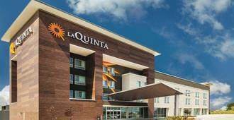 La Quinta Inn & Suites by Wyndham Wichita Northeast - Ουιτσίτα
