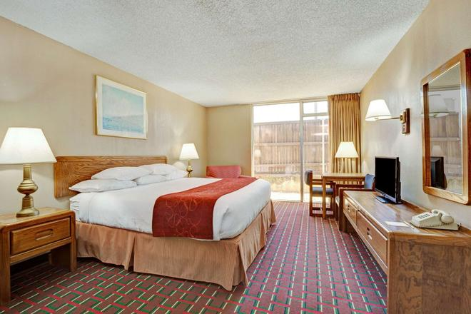 817 Hotel Days Inn By Wyndham Att Stadium/Texas Live - Arlington - Makuuhuone
