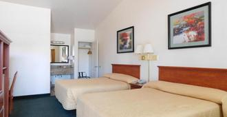 Wild Rivers Motor Lodge - Brookings - Bedroom