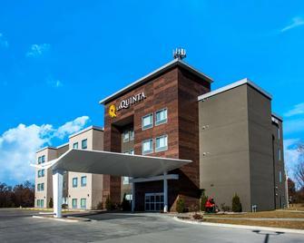 La Quinta Inn & Suites by Wyndham Pittsburg - Pittsburg - Edificio