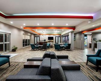 La Quinta Inn & Suites by Wyndham Pittsburg - Pittsburg - Lobby