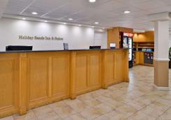 Best Western Plus Holiday Sands Inn & Suites - Norfolk - Front desk