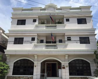 El Haciendero Private Hotel - Iloilo City - Building