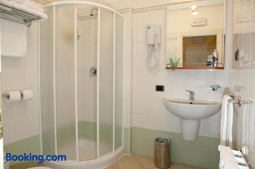 Hotel Spinelli - Viareggio - Bathroom