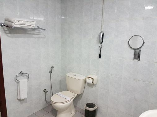 Nejoum Al Emarat - Sharjah - Bathroom